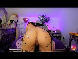 Sparkle Ass Booty Shaking And Twerking